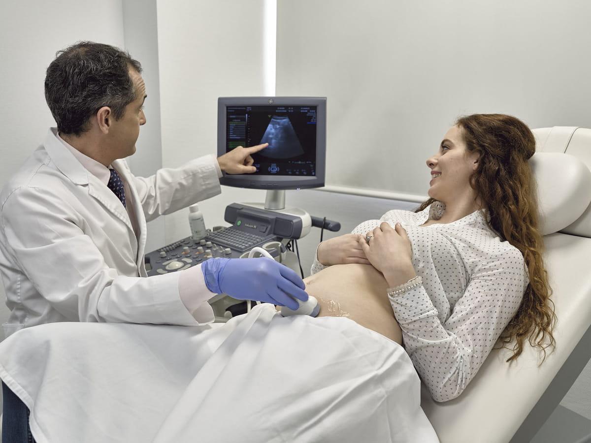 Observação ginecológica e ecografia